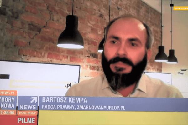 zdjęcie przedstawiające bartosza kempę z paskiem polsat news